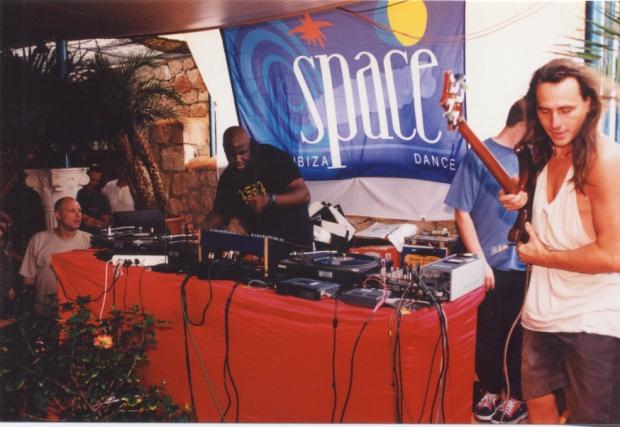 1-1998-carl-cox-en-la-terraza-de-space-en-_zpsketqgxnx